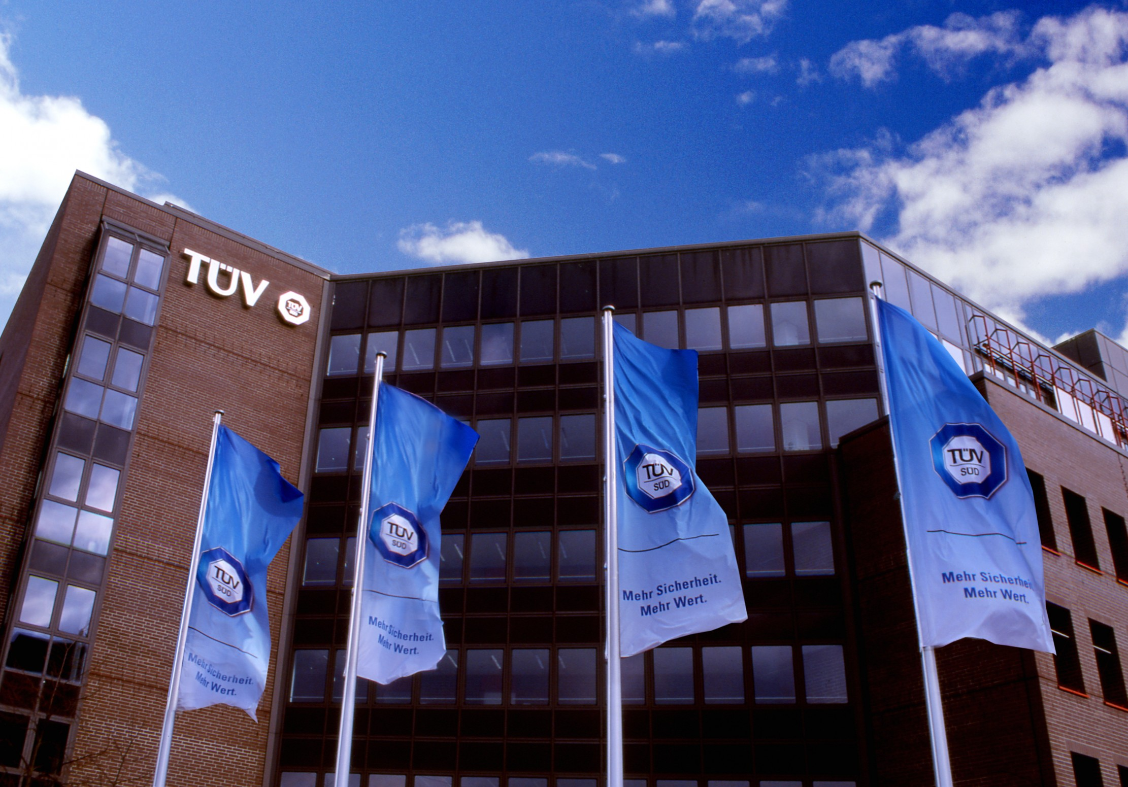 Enterprise Search based Knowledge Managament at TÜV SÜD Product Service